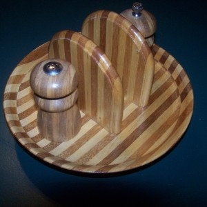 A single generation full stripe pattern with napkin holder inserts and matching salt and pepper shakers.